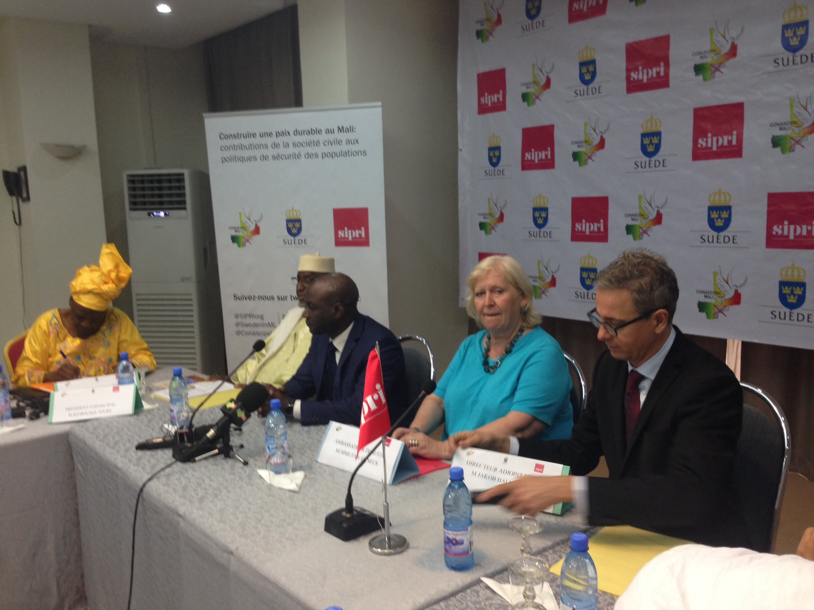 The Ambassador of Sweden to Mali, the Malian Minister of Security and SIPRI Deputy Director Jakob Hallgren at the launch of the Project in Bamako.