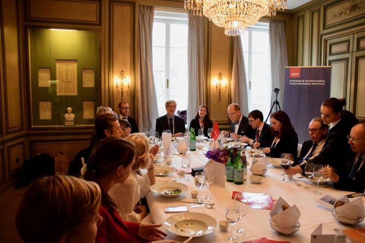 Dan Smith opens the SIPRI roundtable discussion on emerging technologies and arms control