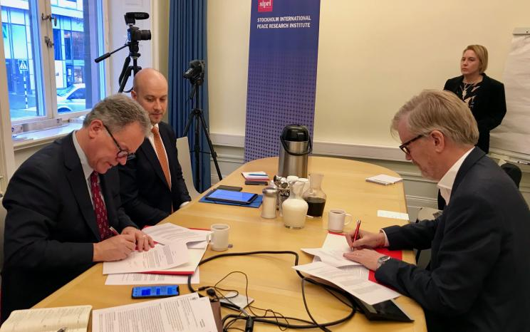 David Beasley, Executive Director of WFP and Dan Smith, Director of SIPRI sign MoU