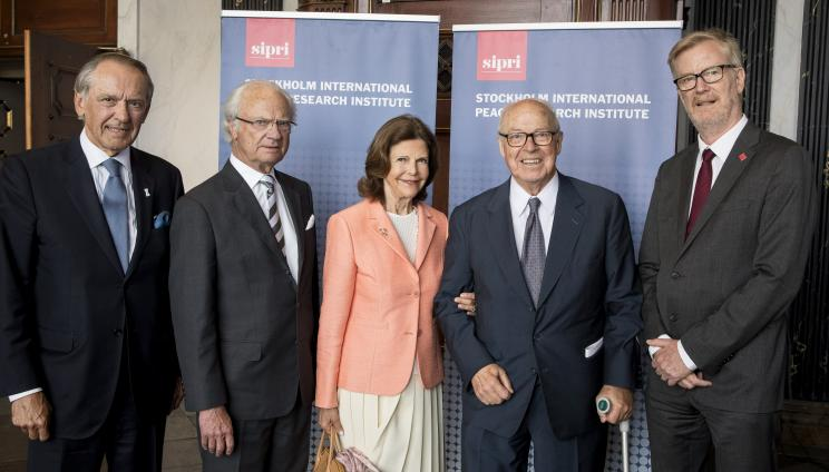 Ambassador Jan Eliasson, Chair of SIPRI Governing Board, His Majesty Carl XVI Gustaf, Her Majesty Queen Silvia, HE Dr Hans Blix and Dan Smith, SIPRI Director