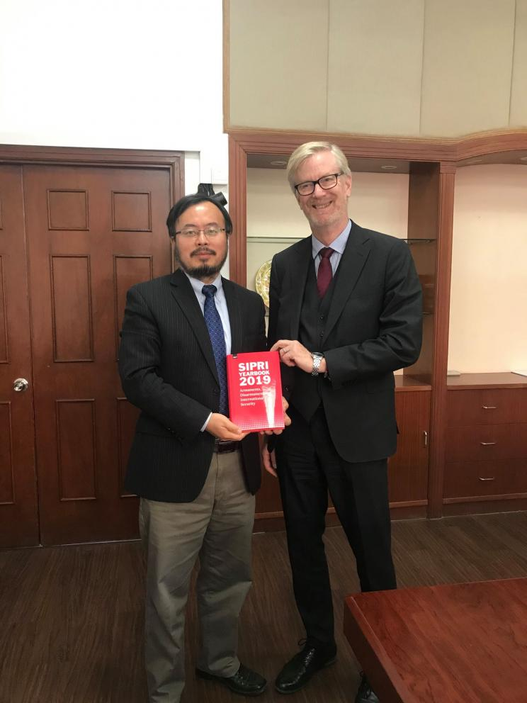 SIPRI Director Dan Smith and Dr. SONG Guoyou, Deputy Director for American Studies at Fudan University