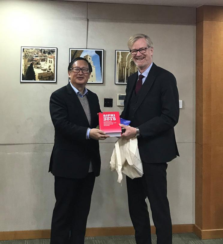 SIPRI Director Dan Smith and Dr YANG Jiemian, Senior Fellow and Chairman of SIIS Academic Affairs Council, Counsellor of Shanghai Municipal People's Government