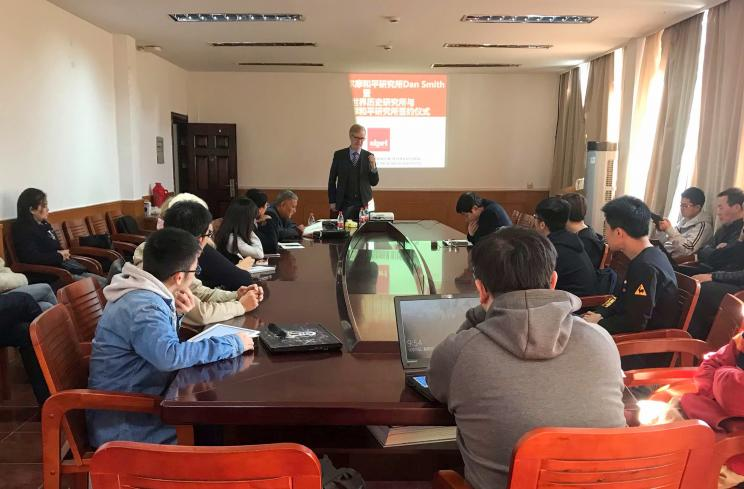 SIPRI Director Dan Smith delivering a lecture to students at a lecture at Zhejiang University