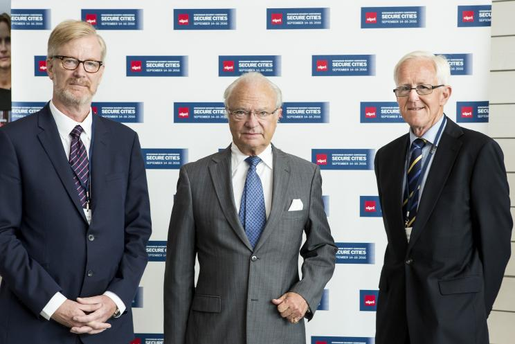 SIPRI Director Dan Smith; Carl XVI Gustaf King of Sweden; and Chair of the SIPRI Governing Board, Sven-Olof Petersson