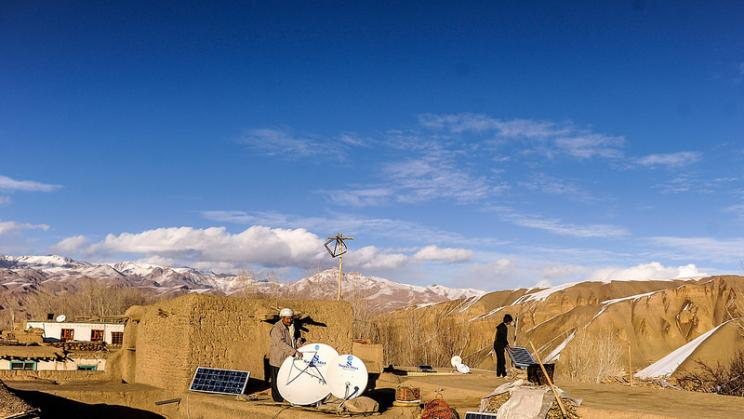 Farmers in Bamyan province in Afghanistan instal solar panels, 2013. Photo: Asian Developmnet Bank