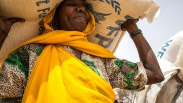 Woman from Chad, forced to flee home as a result of conflict or food shortages.  Photo: WFP/Marco Frattini