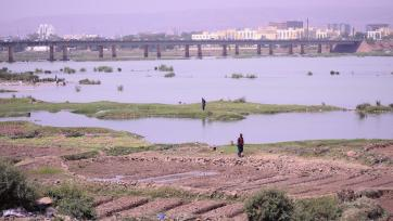 The Niger River flowing through Bamako, Mali © SIPRI.