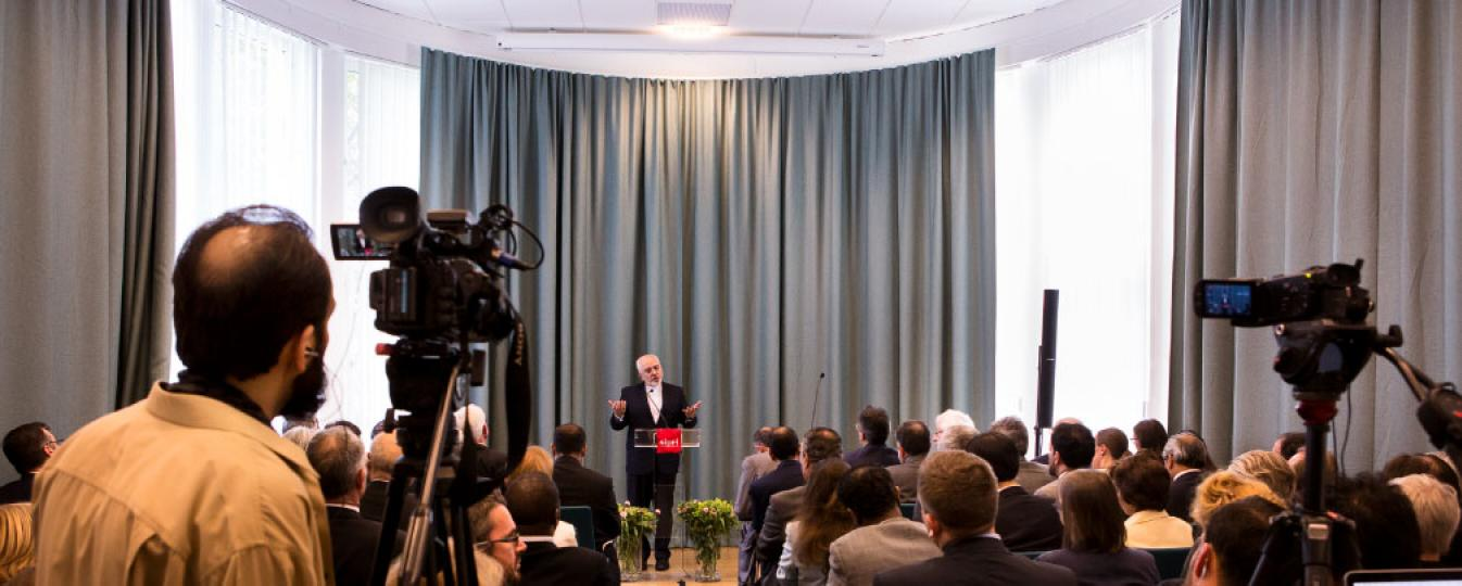 Iranian foreign minister Dr Zarif giving a lecture at SIPRI