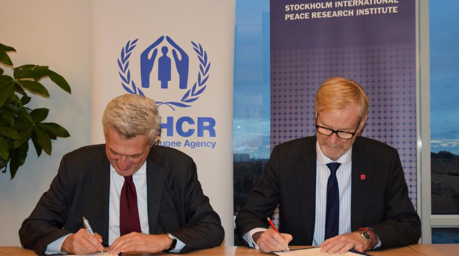 UN High Commissioner for Refugees, Filippo Grandi, and SIPRI Director, Dan Smith sign a collaboration agreement.