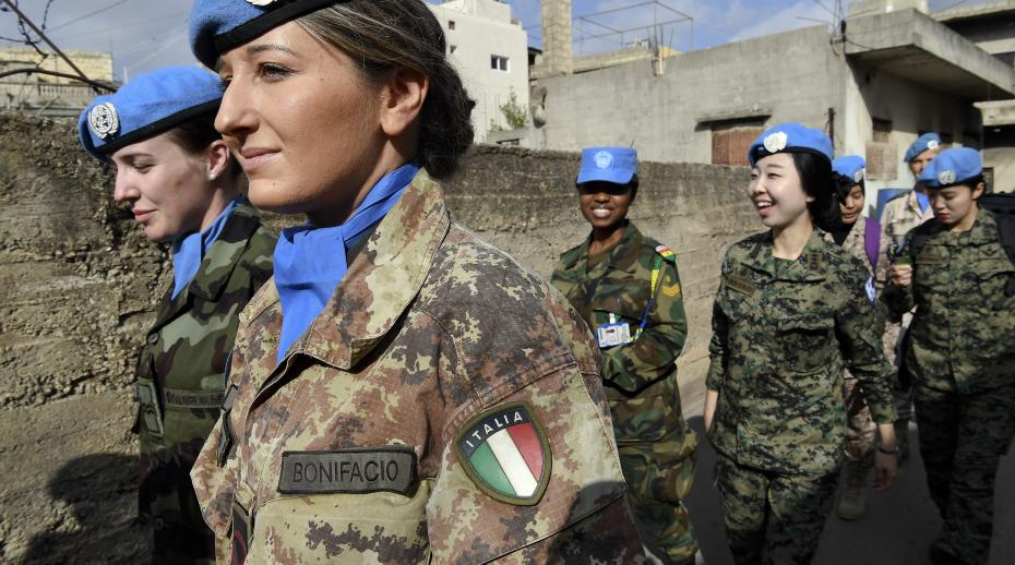 UN Photo / UNIFIL Peacekeepers Patrol Local Market